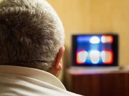 Man watching TV serial