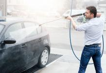 How you should wash your car by using water blasters