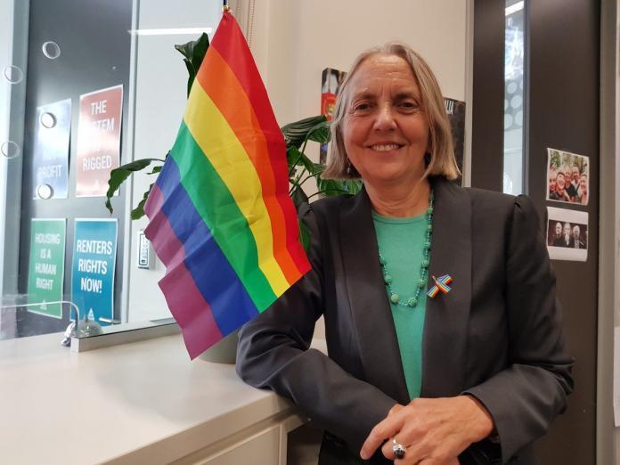 Greens senator Lee Rhiannon announces resignation