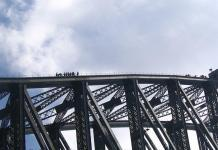 Harbour bridge climb company loses contract to new business