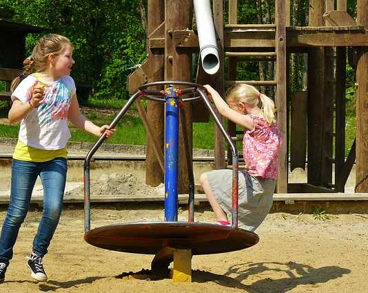 A guide how to build a safe and fun backyard playground for sports