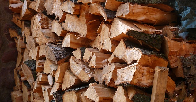 What are the benefits of using red ironbark firewood