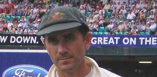 New Australian batting line-up collapses against Pakistan