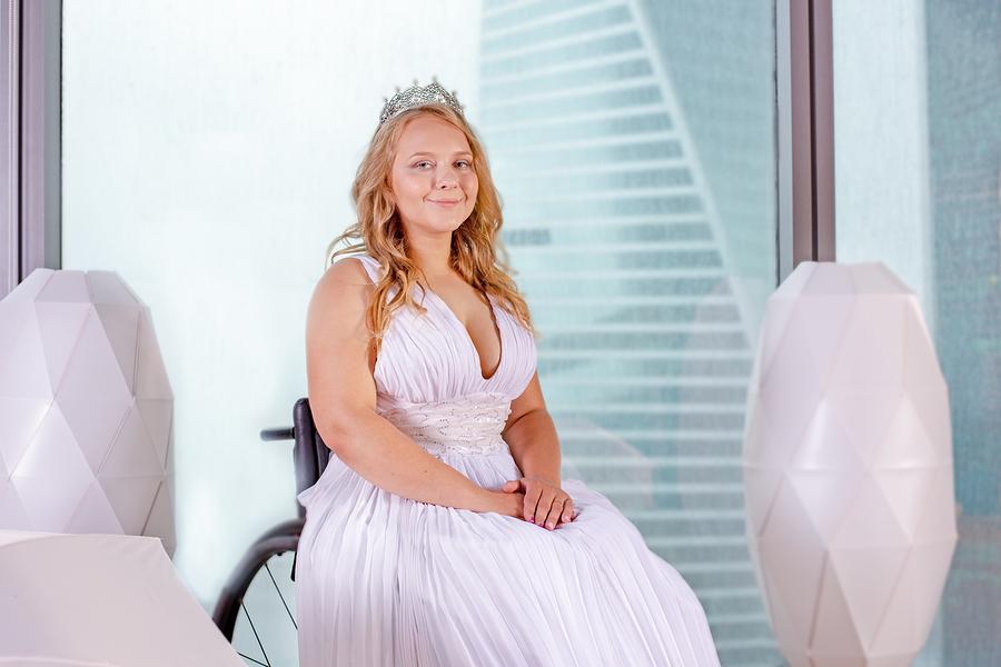 Wedding photo bride in wheelchair