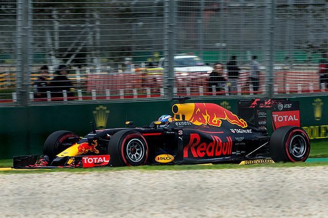 Australian F1 Driver, Daniel Ricciardo driving.