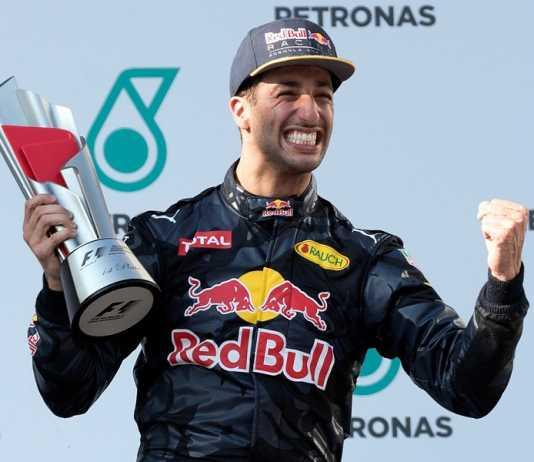 Daniel Ricciardo's luckless run continues at Renault