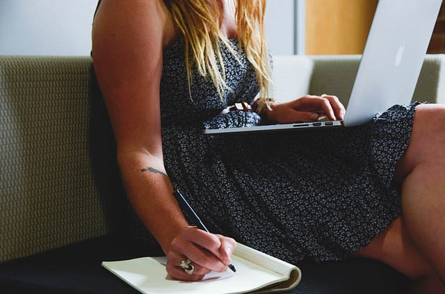 Virtual assistant job makes money online