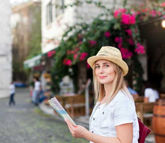 How to choose between self-guided and guided tours for solo travel