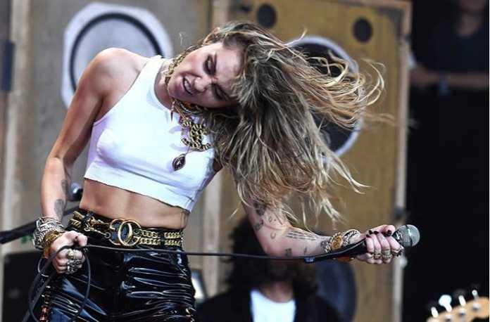 Miley Cyrus' near-death experience on flight to Glastonbury Festival