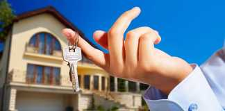 Real estate agent giving away the keys of a house