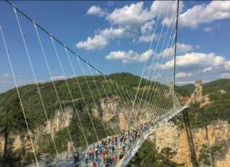 China: glass bridges in Hebei closed down