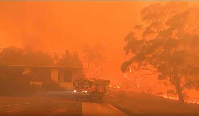 Australia: wildfires claim lives of 2 firefighters, 3 injured