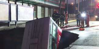 China: bus plunged in massive sinkhole, at least 6 dead