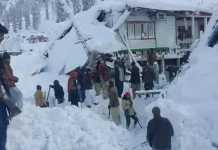 Pakistan: overnight avalanche kills 62 in Kashmir village