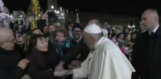 Pope Francis issues apology for slapping devotee