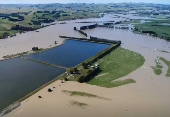 New Zealand floods: thousands flee, first ever red warning issued