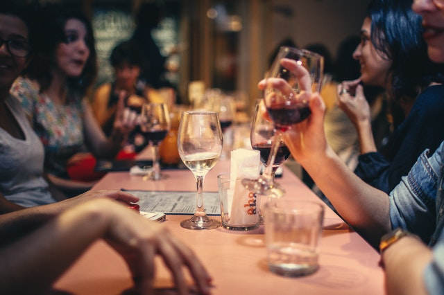 wine and dine wisely travelling Australia on a budget