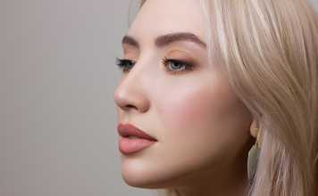 Natural ways to maintain youthful and glowing skin