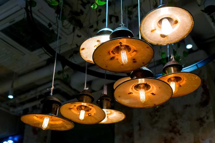 How high should pendant lights be hung