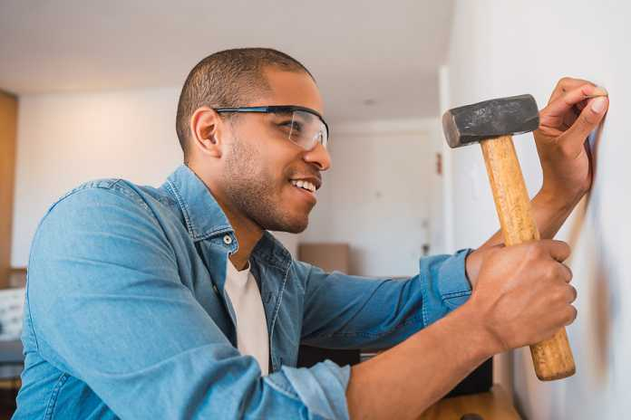 Simple home improvements you can do alone to stage your home