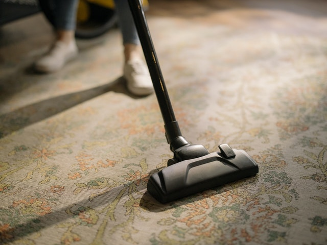 DIY carpet cleaning with a vacuum.
