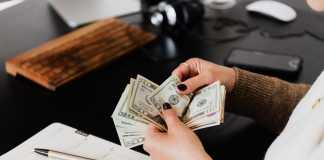 The pros and cons of instant cash loans