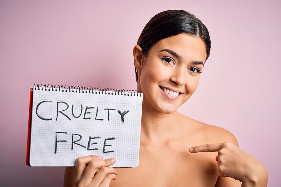 Vegan mascara does not harm animals