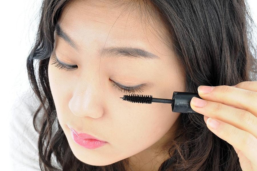 Vegan mascara is suitable for sensitive eyes