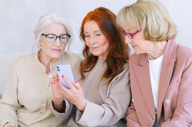 Women using a mobile company artificial intelligence for retention and UA.