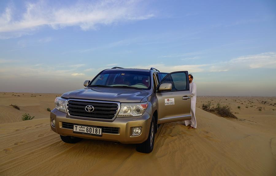 dubai driving desert