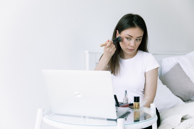 How a simple hair and makeup routine can help you look and feel more confident in your next business meeting