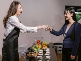 How to choose the catering service for corporate events?