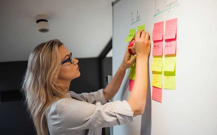 viable ways to overcome challenges facing project managers